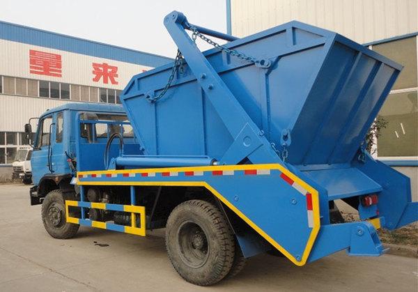 东风153型12吨摆臂式垃圾车图片