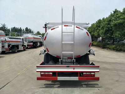 东风多利卡5吨普货加油车图片