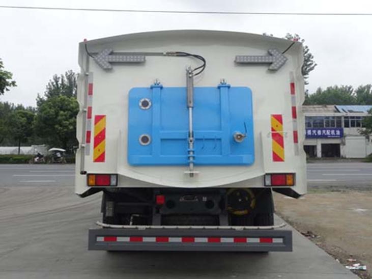 东风柳汽8吨洗扫车图片