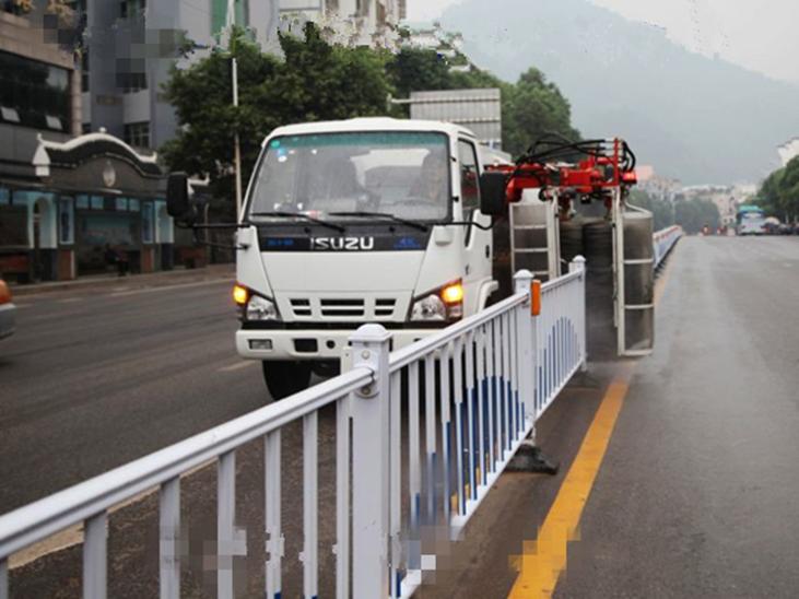 庆铃五十铃(国五)护栏清洗车图片