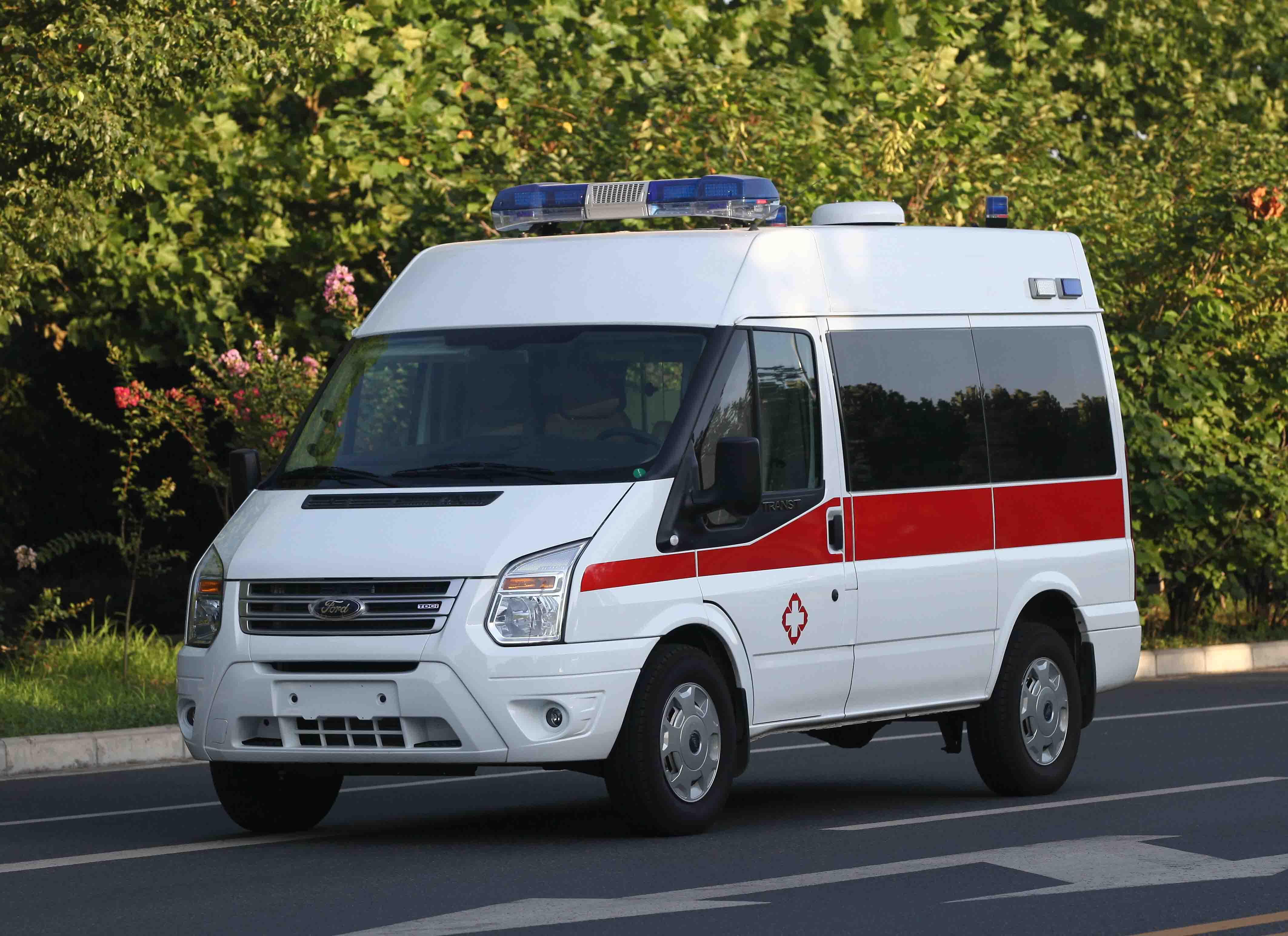 新时代V348短轴120抢救车