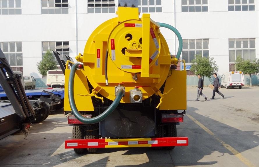 东风大多利卡8吨清洗吸污车图片