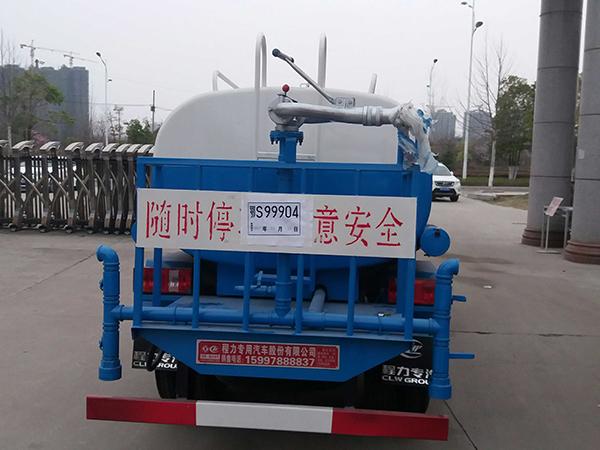 福田祥龙3吨洒水车图片