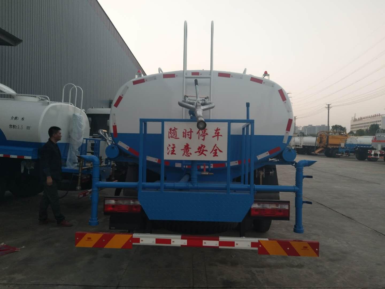 东风御虎12吨洒水车图片