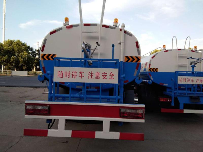 东风御龙后八轮20吨洒水车图片