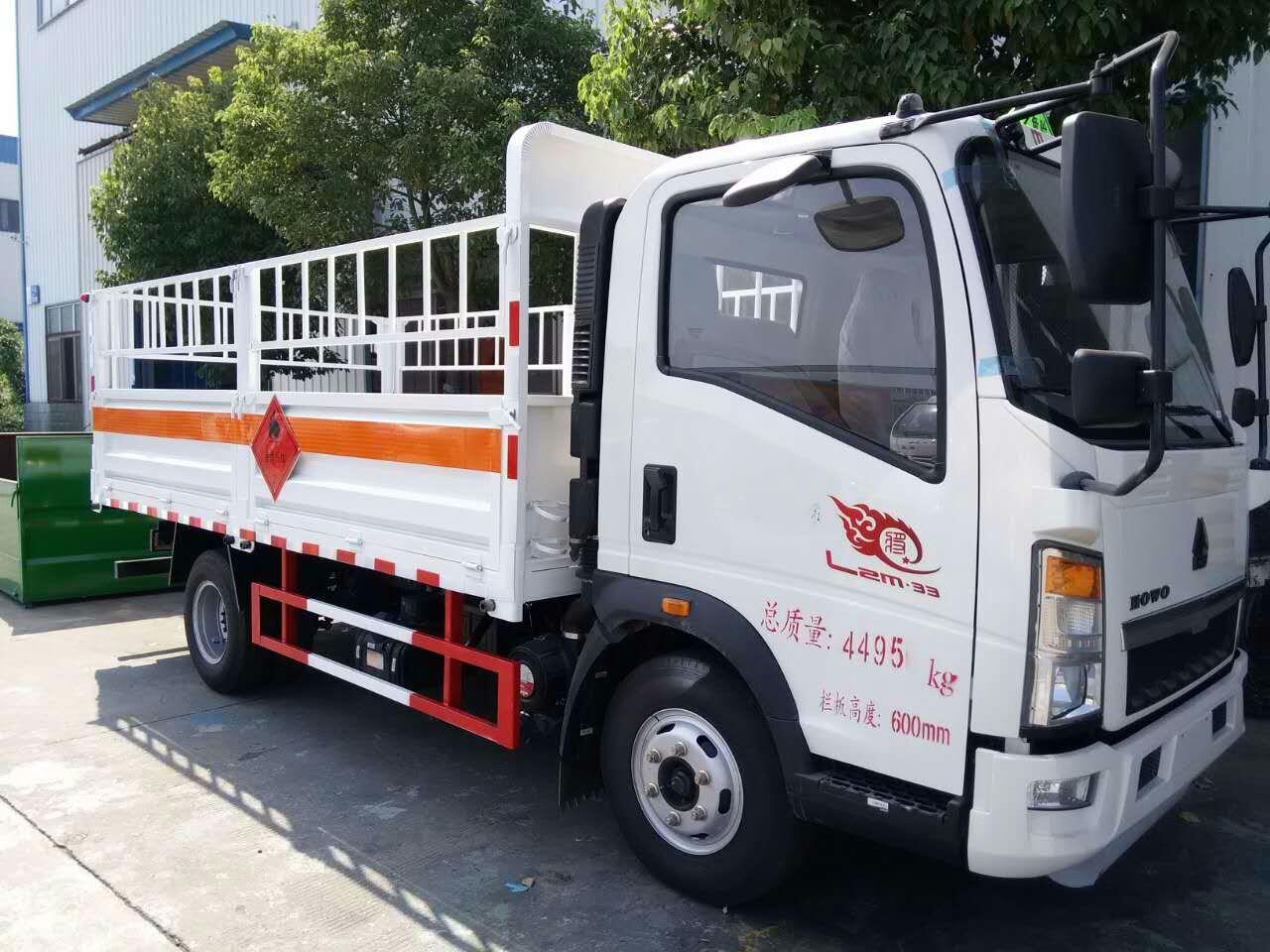 豪沃4.1米气瓶运输车