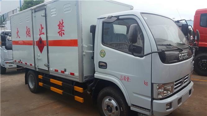 东风多利卡4.1米易燃气体厢式运输车