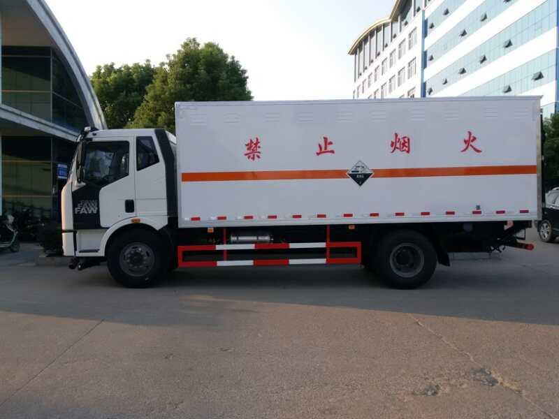 解放6.2米易燃气体厢式运输车