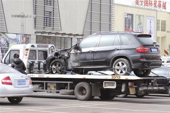 南京清障车拖自燃大众轿车