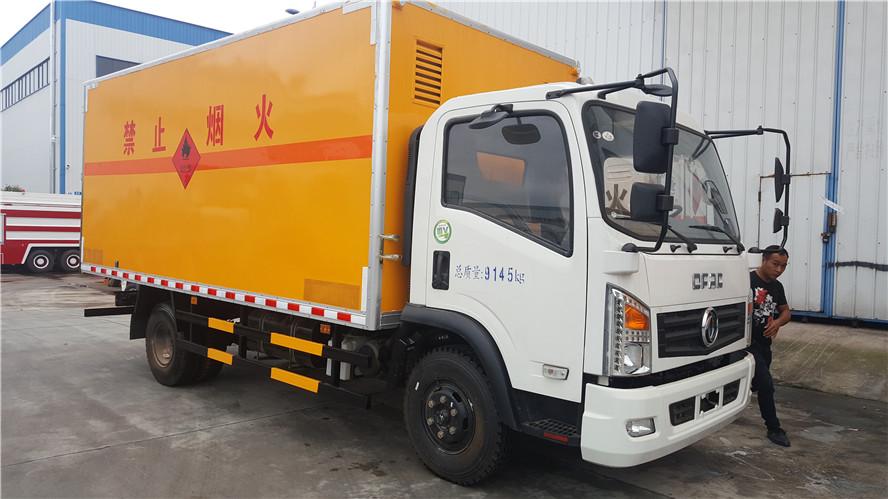 东风大多利卡5.13米易燃气体厢式运输车