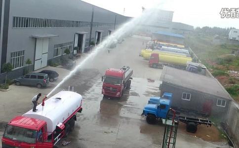 东风后双桥消防洒水车出厂试车