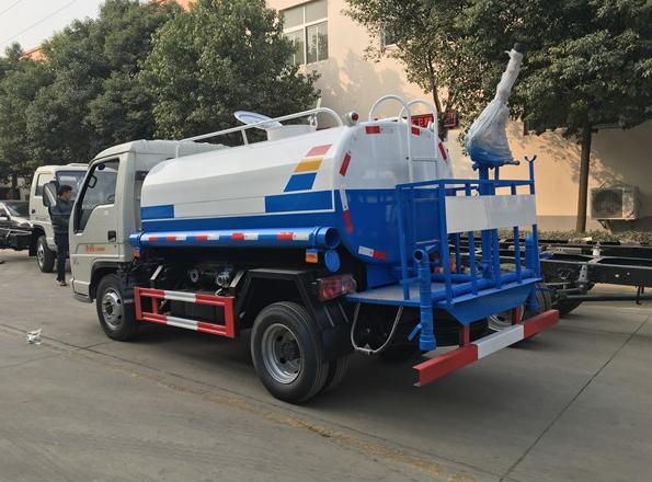 2-3噸小型灑水車6