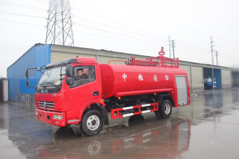 東風多利卡4-6噸消防灑水車