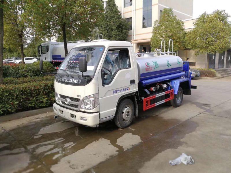 小型福田2-3吨洒水车