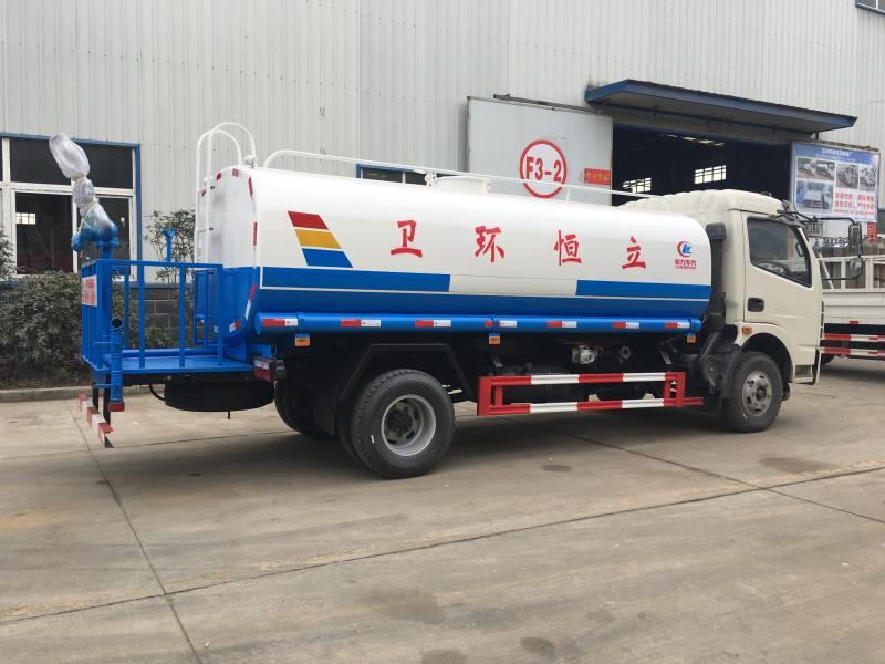 9噸灑水車1