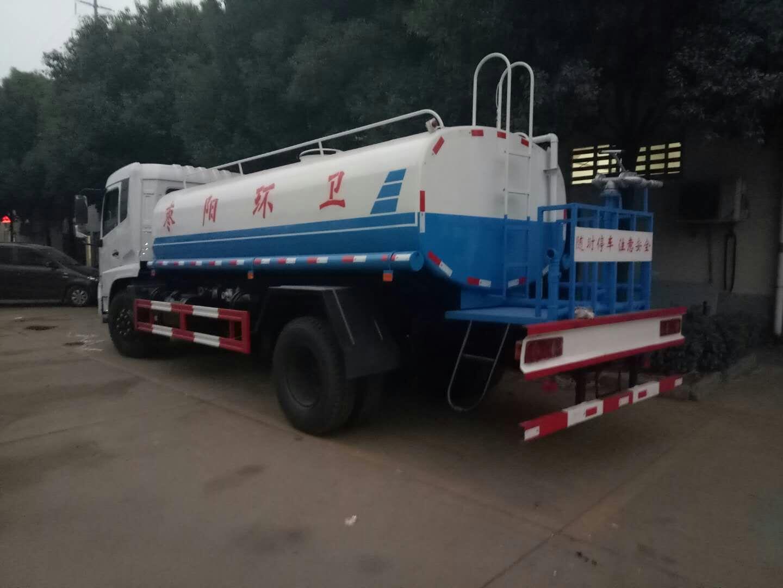 新款12吨东风专底洒水车