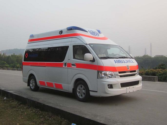金杯超人型高高顶救护车图片