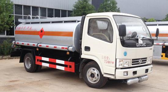 东风大多利卡8吨油罐车