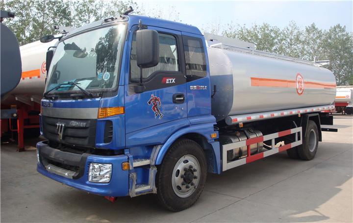 福田欧曼15吨油罐车