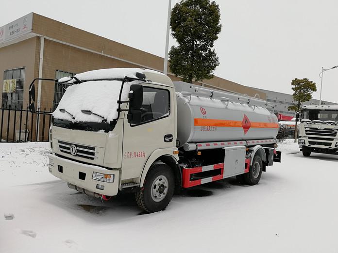 厦工楚胜油罐车图片雪天风景图片1