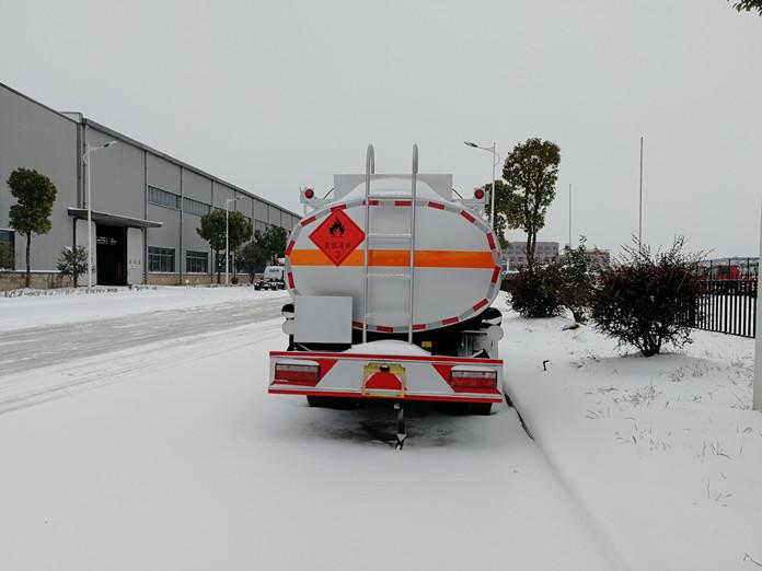 厦工楚胜油罐车图片雪天风景图片4
