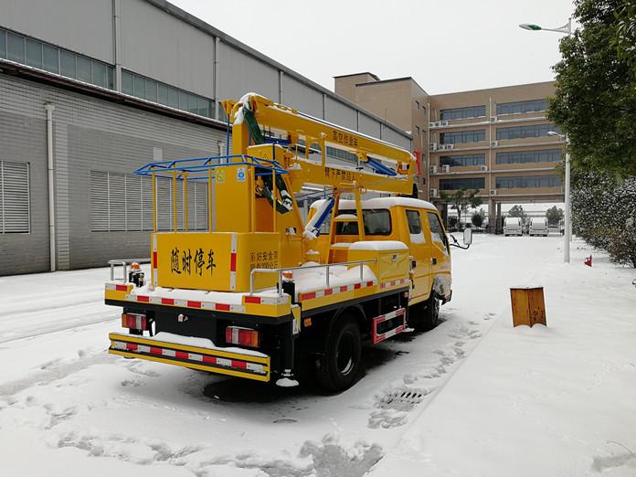 厦工楚胜12米高空作业车雪景图片3