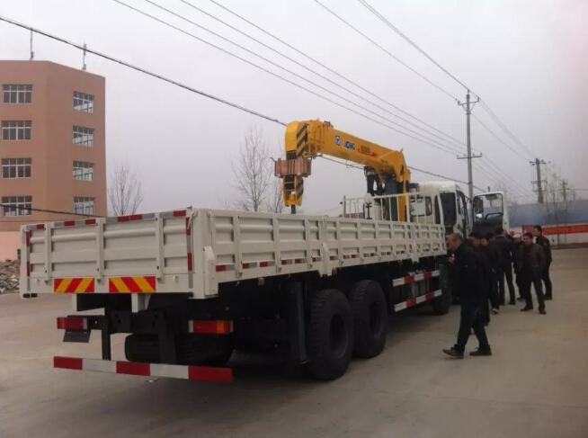 东风特商16吨随车吊图片