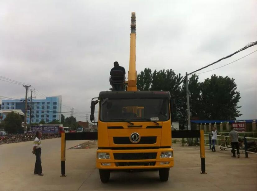 东风小三轴8吨随车吊