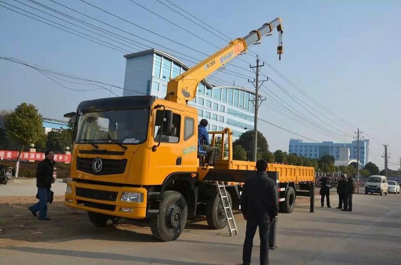 东风小三轴12吨随车吊