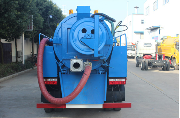 小多利卡清洗吸污车图片6