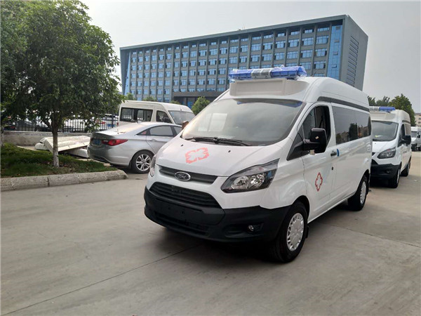福特新全顺短轴运输型救护车(汽油)