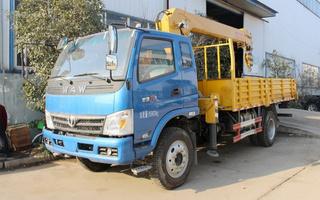 奥驰5-6.3吨随车吊/随车起重运输车图片图片