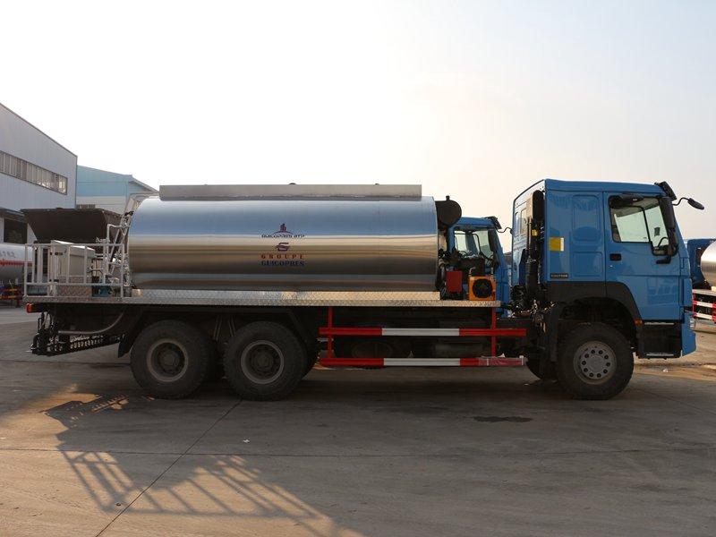 重汽16吨沥青洒布车