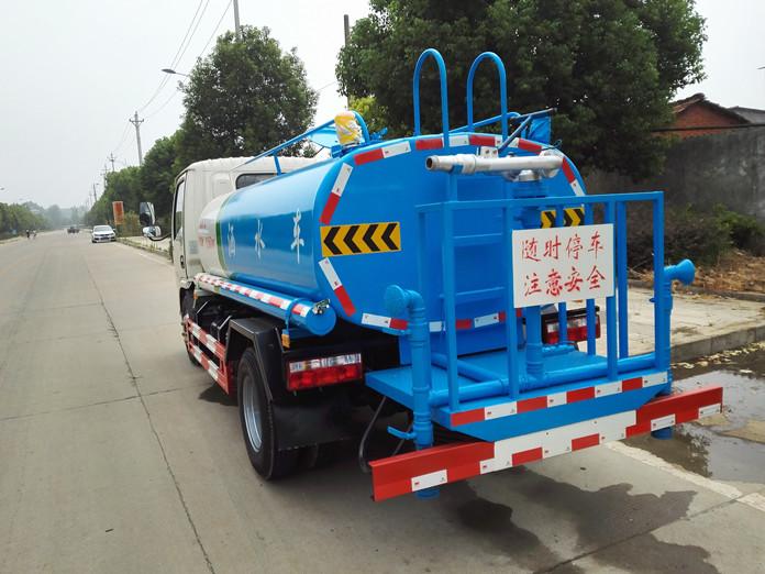 2吨多功能洒水车图片3