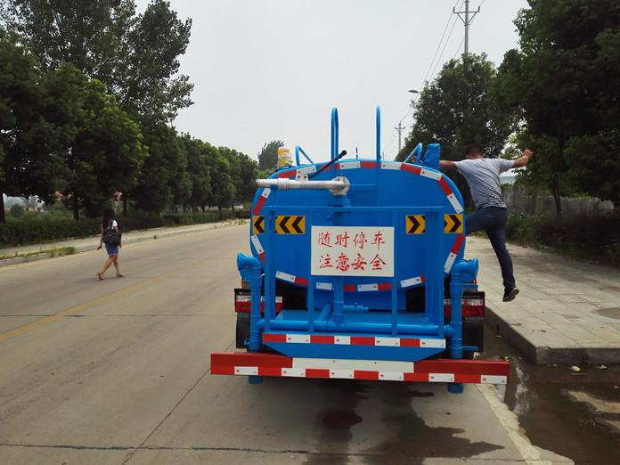 2吨多功能洒水车图片4