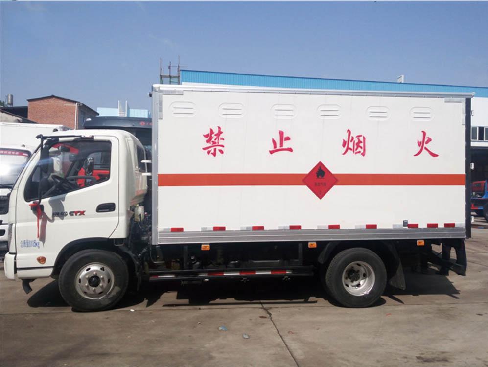 奥铃易燃液体厢式运输车