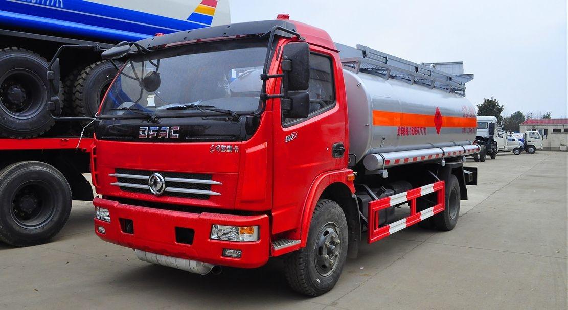 东风大多利卡9吨加油车