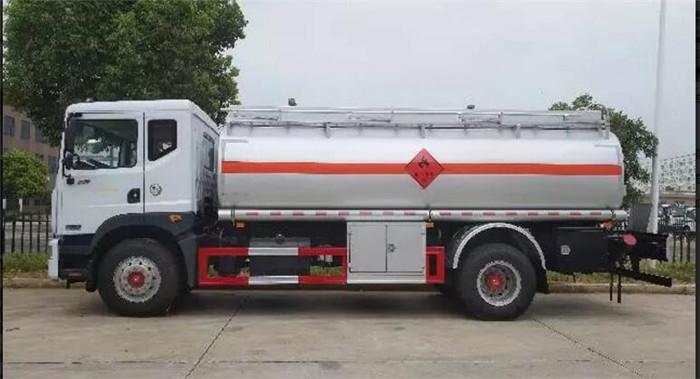 东风大多利卡D9 14方加油车图片