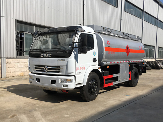 东风多利卡9吨加油车