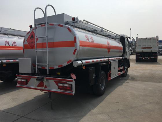 东风御虎8吨加油车