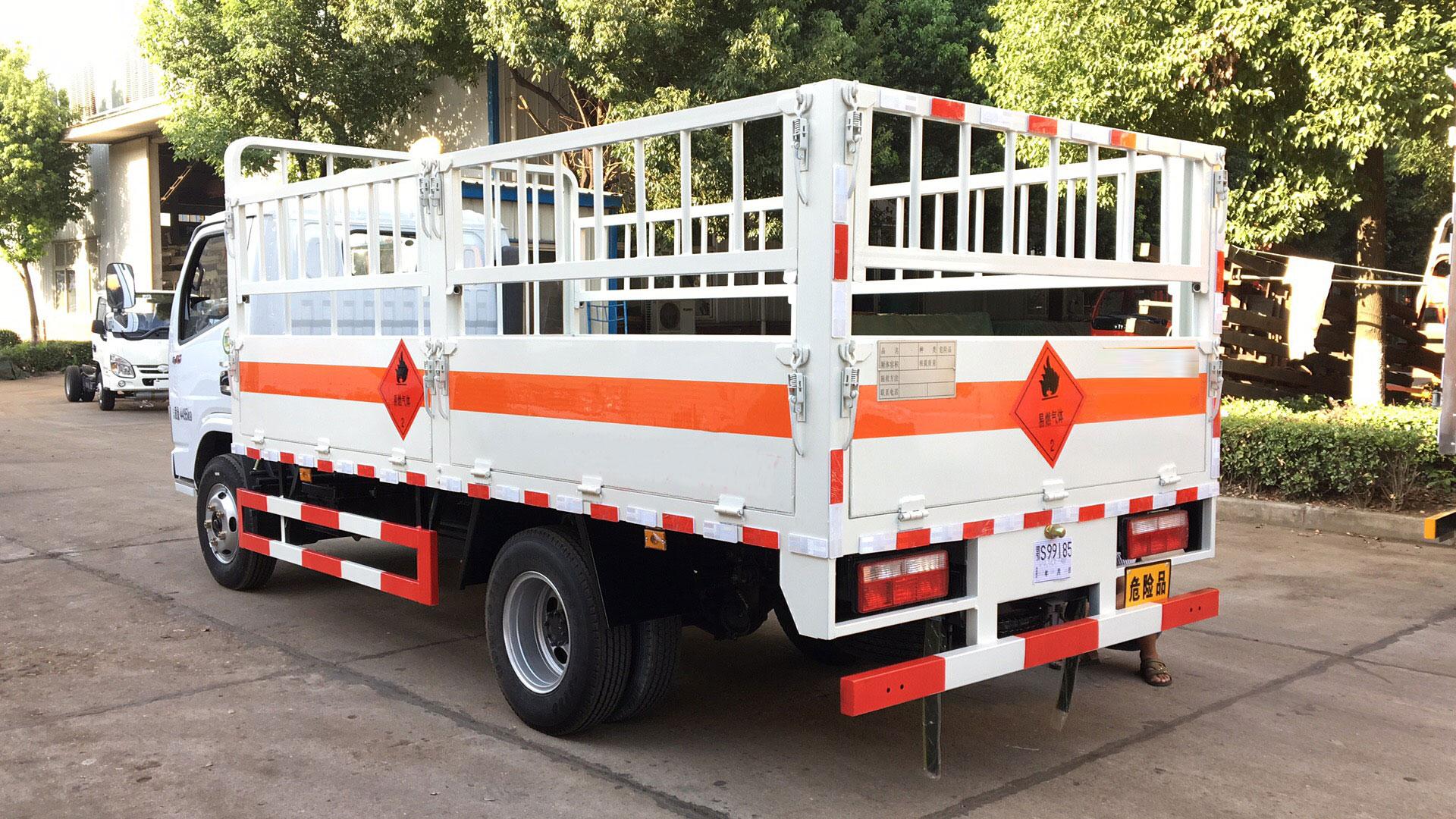 东风小多利卡4.2米气瓶运输车