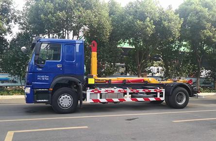 重汽20吨勾臂垃圾车