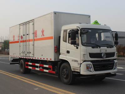 东风7.6米气瓶厢式运输车