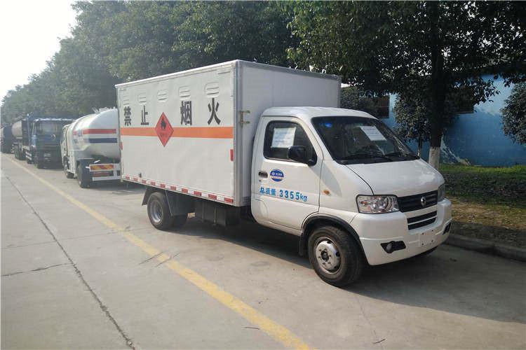 东风小型3.3米气瓶运输车图片