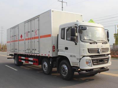 东风9.5米易燃液体厢式运输车