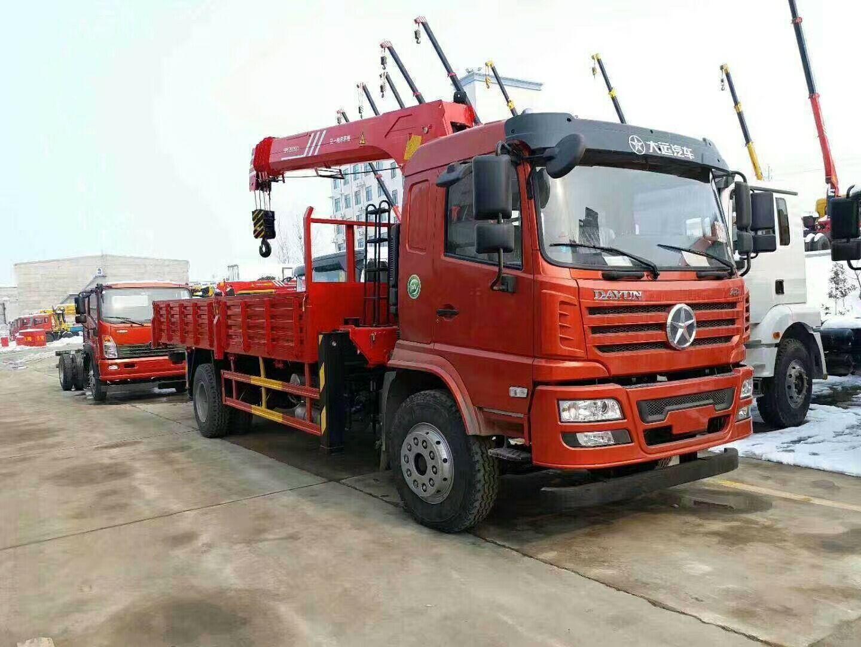 (6.3-8吨吊机)大运随车起重运输车