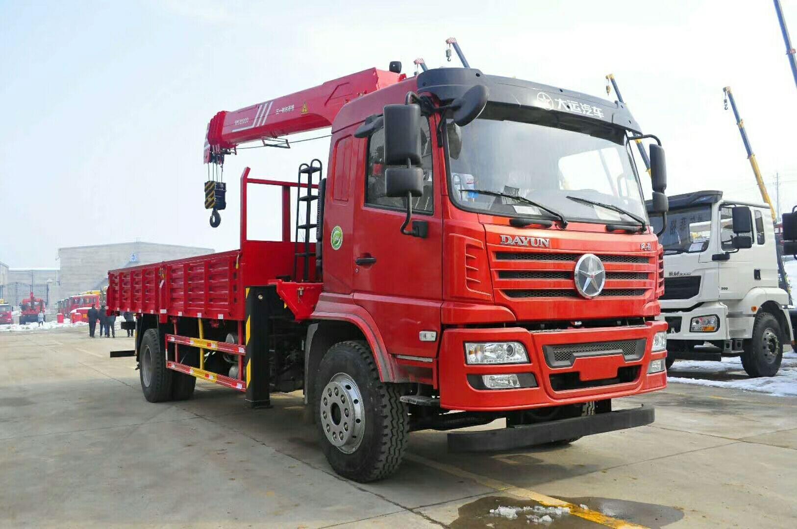 (6.3-8吨吊机)大运随车起重运输车_高清图片