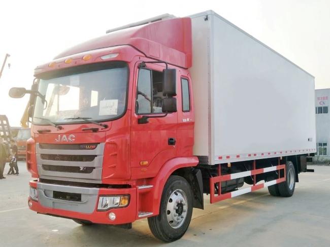 江淮格尔发7米8货箱冷藏车