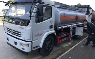 东风大多利卡八吨油罐车图片