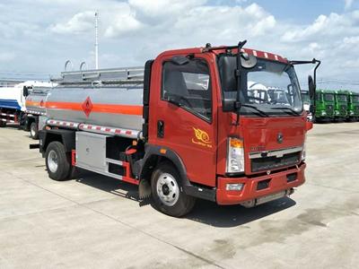 重汽豪沃5吨加油车